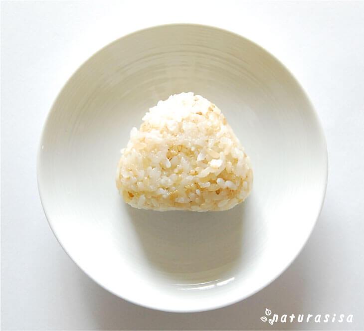 無印良品発芽玄米ごはんの塩おにぎり