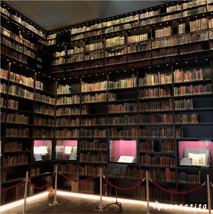 東洋文庫ミュージアムの館内モリソン書庫